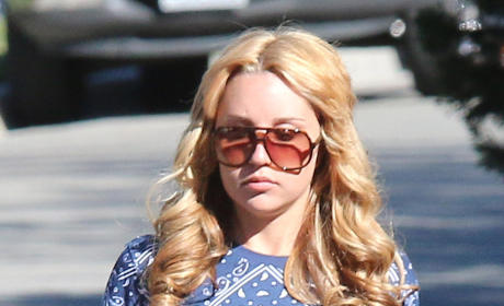 Amanda Bynes Spotted Talking to Herself; Actress Appeared To Be On Drugs, Witnesses Say