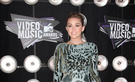 Miley Cyrus Hosts MuchMusic Video Awards, Looks Ridiculous