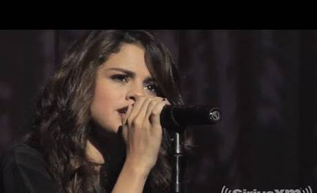"""Selena Gomez Goes Acoustic, Strips Down """"Come & Get It"""""""