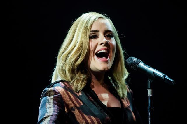Adele performs on skavlan