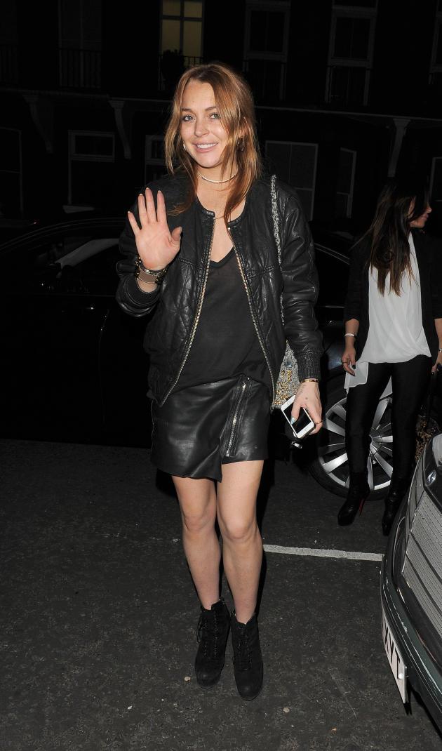 Lindsay Lohan Waves to Paparazzi