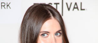 Alison Brie: Engaged to Dave Franco!