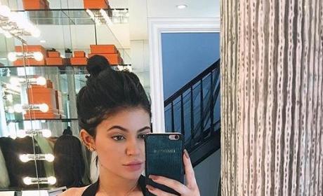 Kylie Jenner Waist Training Image