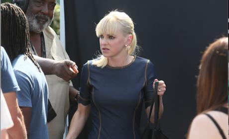 Anna Faris Looks Good in Denim