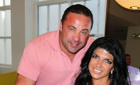Joe Giudice: Taking Photos With Topless Mistress! Loving Life While Teresa is Locked Up!