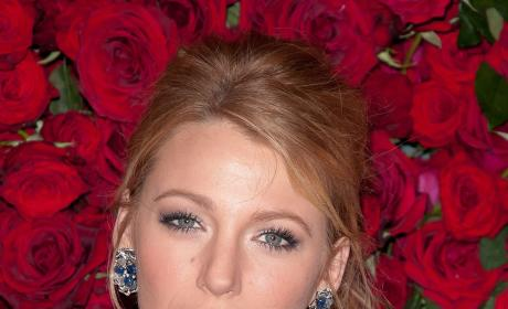 Blake Lively Dishes on Green Lantern, Chemistry with Ryan Reynolds