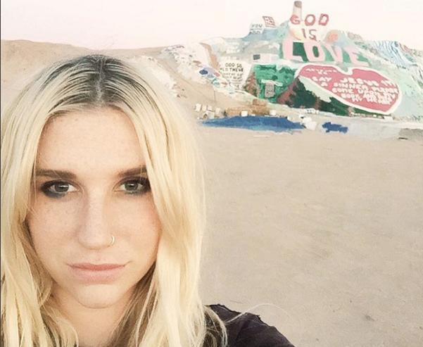 Rachel McCord Flaunts Her Tight Butt On A Beach - NuCelebs.com
