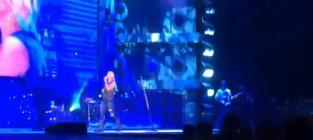 Miranda Lambert Sings to Cancer-Inflicted Fan