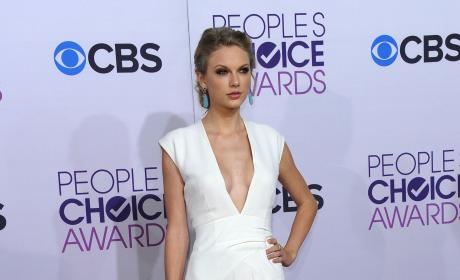 People's Choice Awards Fashion Face-Off: Taylor vs. Heidi!