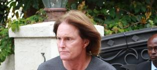 Bruce Jenner to Sue Paparazzi Who Snapped Dress Photo