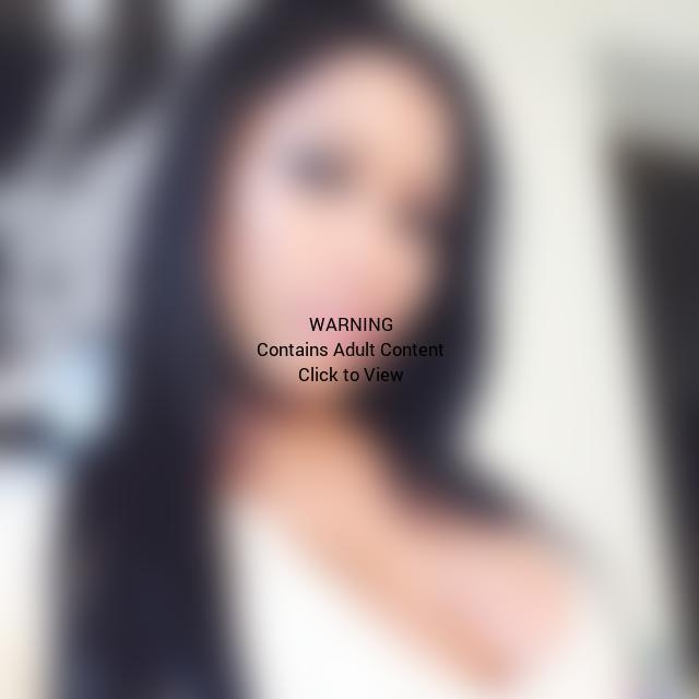 Nicki Minaj Cleavage Selfie