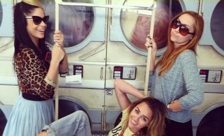 Miley Cyrus Hangs at Laundromat, Tweets Holiday Wishes