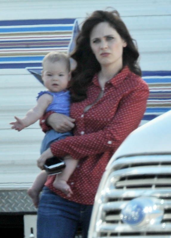 Zooey Deschanel and Her Daughter on The Set of 'New Girl'