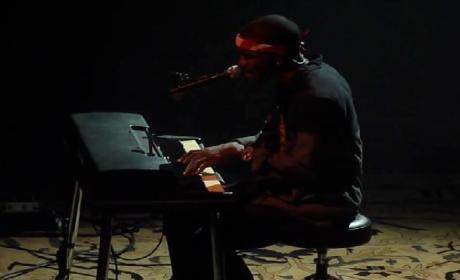 Frank Ocean Covers Beyonce in Concert