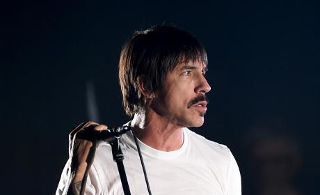 Anthony Kiedis Rushed to Hospital, Chili Peppers Cancel Concert
