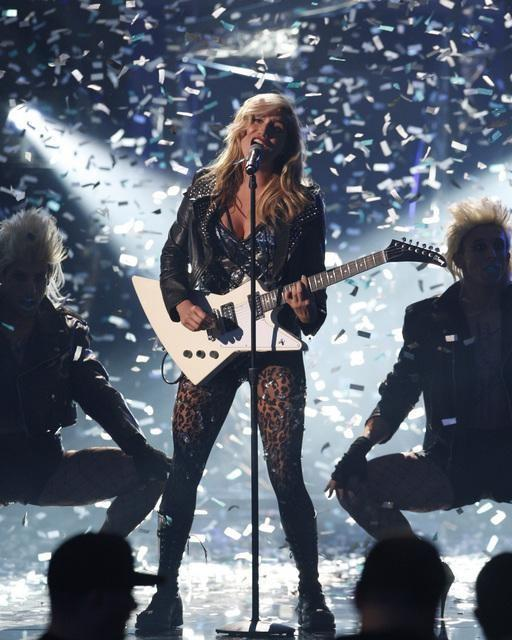 Ke$ha on Stage