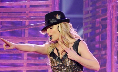 Britney Spears: Fake Abs?