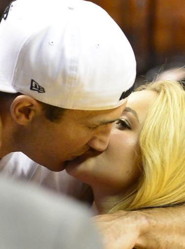 Hayden Panettiere Kiss