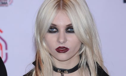 Scottish Crowd to Taylor Momsen: BOO!