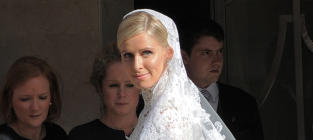 Nicky Hilton Marries James Rothschild!