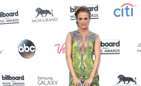 2014 Billboard Music Awards: Fashion Hits & Misses