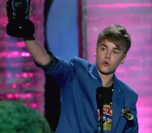 Justin Bieber, Earrings
