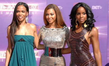 Kelly Rowland Nipple Slip Action: Take Two!