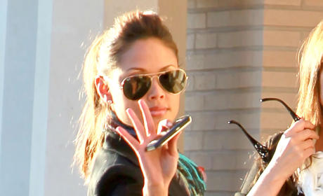 Vanessa Minnillo Waves Photo