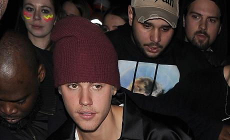Justin Bieber & Kourtney Kardashian: Back On?! Ex-Couple Spotted Kissing Backstage!