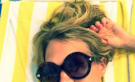 "Carrie Underwood Shares ""Lame"" Bikini Photo: See It Here!"