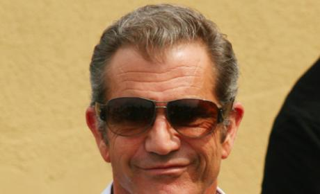 Mel Gibson Glad John Lennon is Dead, Wants to Stab Oksana Grigorieva, Screenwriter Claims