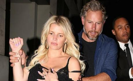 Jessica Simpson: Drunk Outside da Club!