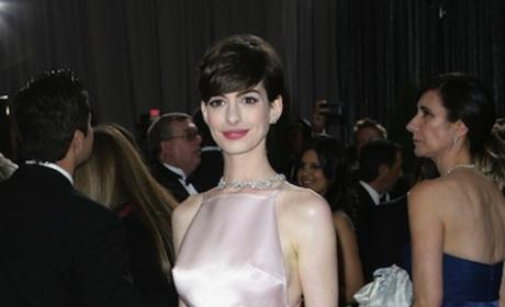 Anne Hathaway Oscars Dress