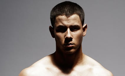 Nick Jonas: Shirtless and SMOKIN in Details!