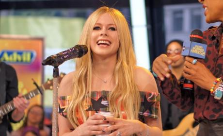 Avril Lavigne Opens Up About Battle With Lyme Disease in New Interview