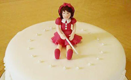 Autocorrect Error Results in Hilarious, Blind Girl-Themed Birthday Cake