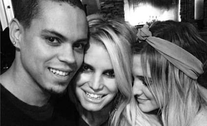 """Jessica Simpson Shares """"Family Moment"""" with Sister, Evan Ross"""