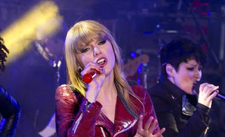 Taylor Swift Father Issues Warning to Harry Styles