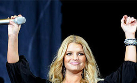 Rosie Asks Jessica Simpson to Take a Close View