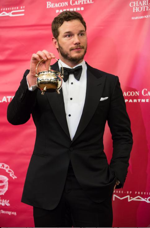 Chris pratt poses at reckless pudding awards