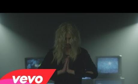 "Taylor Momsen: Naked for ""Heaven Knows"" Music Video"