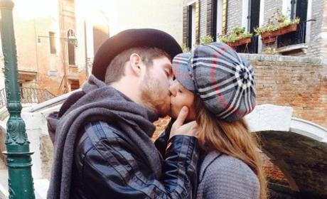 Jessa Duggar Celebrates Pregnancy By Sharing Honeymoon Photo