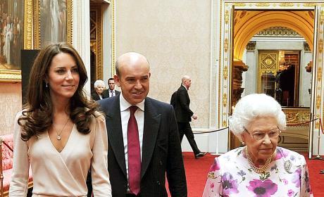 Kate Middleton, Queen Elizabeth II Admire Royal Wedding Dress, Exhibit