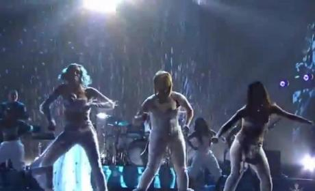 "TLC Reunion Performance: Group Sings ""Waterfalls"" With Lil Mama at AMAs!"