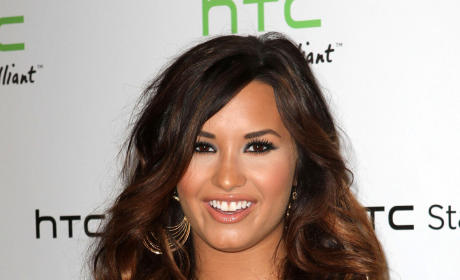 Demi Lovato Shoots Down Dating Rumor, Reveals Album Release Date