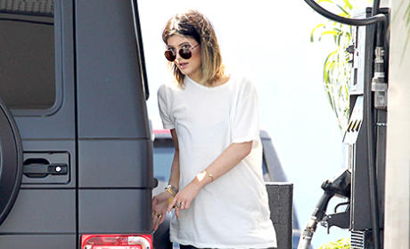 "Kylie Jenner Posts ""Skinnier"" Instagram Pic: Should She Be More Body-Positive?"