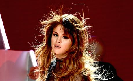 Selena Gomez Breaks Down in Concert, on Instagram: I Need to Rethink My Life!