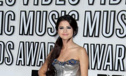 MTV VMAs Fashion Face-Off: Selena Gomez vs. Miranda Cosgrove