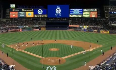 """Yankee Fans Sing """"Sweet Caroline"""""""