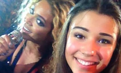 Beyonce Photobombs Fan in Concert: Check Out the Pic!
